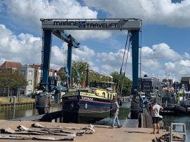 20200818 01 Lift out at de Haas boatyard